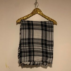 Accessories - Black and grey blanket scarf